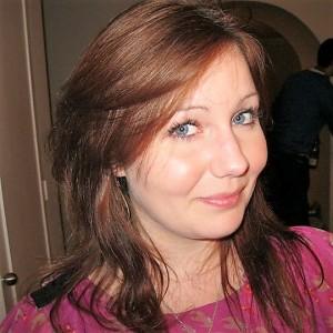 Leah headshot